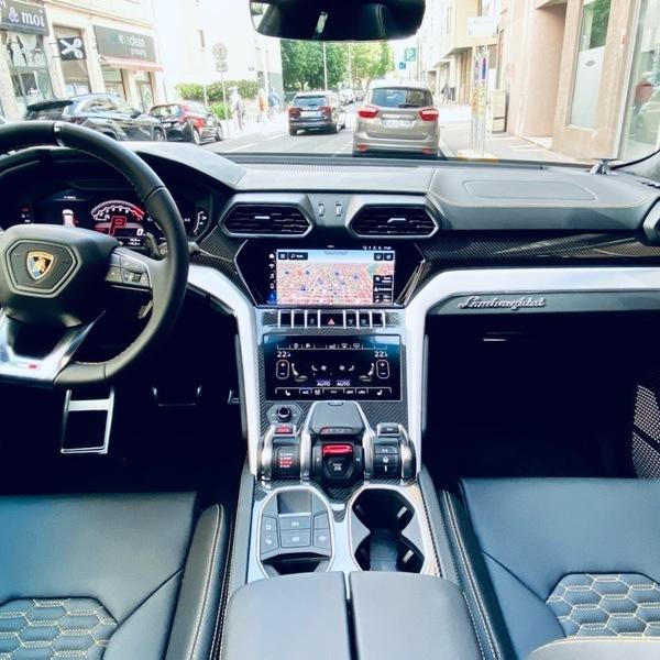 LAMBORGHINI URUS V8 650cv